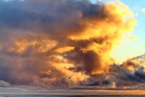 clouds-648557_1920